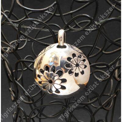 Ezüst medál kör alakú, virág mintás