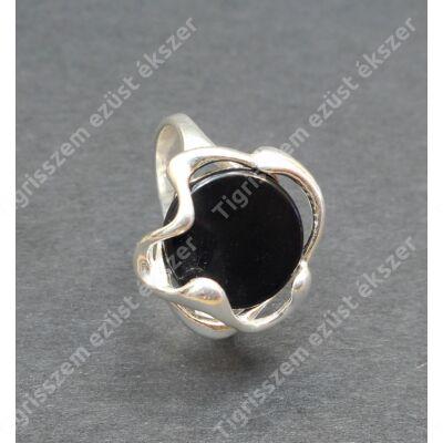 Ezüst  női gyűrű onix kővel   57-es