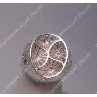 Ezüst női  gyűrű kőnélküli,ovális homorú forma,áttört.