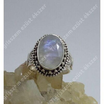 Ezüst gyűrű holdkővel,ovális,antikolt 55-ös