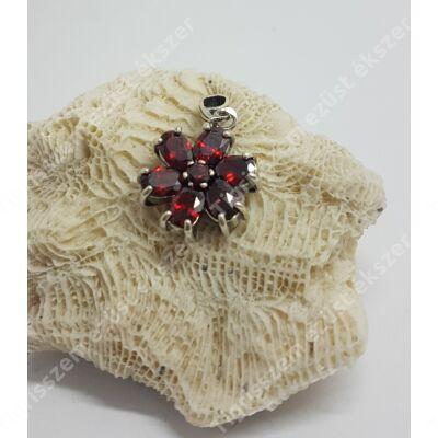 Ezüst  medál,6 szirmú virág GRÁNÁT kővel