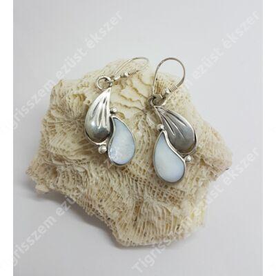 Ezüst fülbevaló gyöngyházzal,kézzel készült