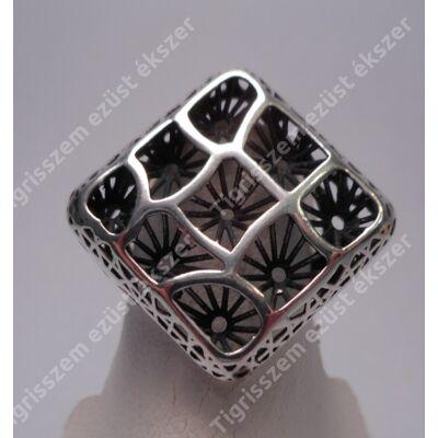 Ezüst női  gyűrű kőnélküli,szögletes.