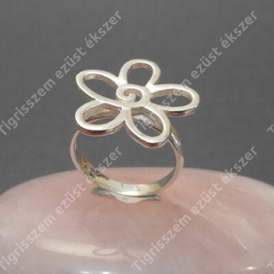 Ezüst női  gyűrű virág forma.