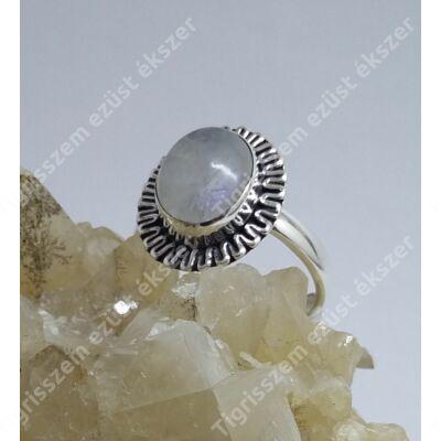 Ezüst gyűrű holdkővel,ovális,antikolt 59-es