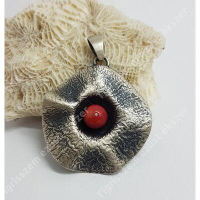 Ezüst medál korall kővel,kézzel készült